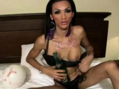 Husband filming his wife fucked an arab friend XXX