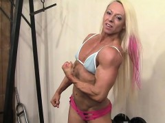 female-bodybuilder-shows-off-her-mature-fbb-muscles