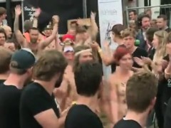 world-euro-danish-nude-people-on-roskilde-festival-2012-1