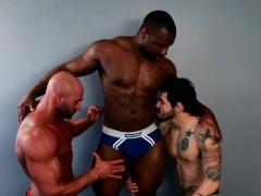 muscular-ebony-spitroasting-inked-bottom
