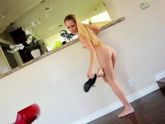 petite-hollie-mack-receives-a-hot-facial