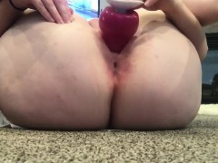 amateur-girl-sticks-a-toy-up-inside-of-her-loose-ass