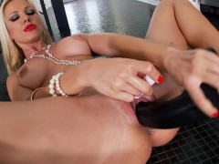 hot-chick-solo-masturbation-and-toy-play
