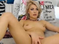 webcam-blonde-babe-teasing-show