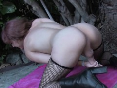 amateur-trap-masturbating-and-gaping-outdoors