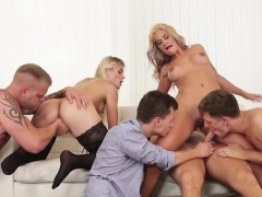 Dicksucking Hunk Facialized In Group Action