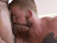 hunks-with-muscles-enjoying-the-shlong-in-premium-homo-xxx