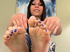 Smalltits Footfetish Tranny Oils Up Her Feet