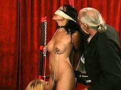 beauty-enjoys-intimate-moments-of-non-professional-bondage