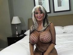 mature-lady-teaches-sex