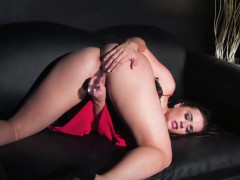 taylor-vixen-stuffs-her-pussy-with-a-toy