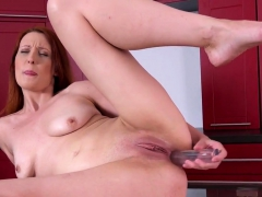 glamorous-chick-is-peeing-and-finger-fucking-hairless-pussy1