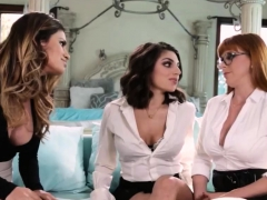lesbian-boss-makes-employees-her-snapchat-miaxxse