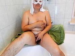 webcam-girl-dildoing-and-fingering-her-hairy-pussy