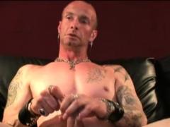 Amateur stud gets naked