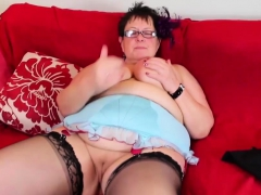 fat-mature-plays-with-her-cunt