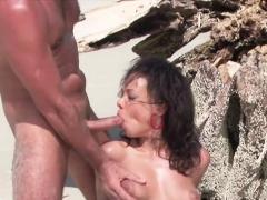Trio Heeft Geile Sex Op Het Strand