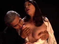 busty-japanese-uses-her-big-boobs