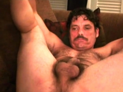 mature-amateur-richard-jerks-off