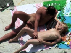 voyeur-on-public-beach-sex