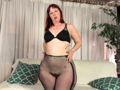 usa-milf-scarlett-shows-us-her-nyloned-wide-hips-and-more