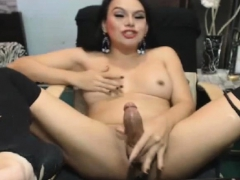 solo-shemale-wanks-off-after-showing-her-ass