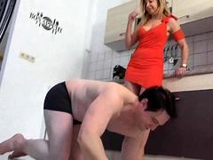 femdom-sluts-kicks-slaves