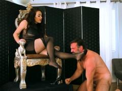 brunette-pornstar-foot-fetish-and-orgasm