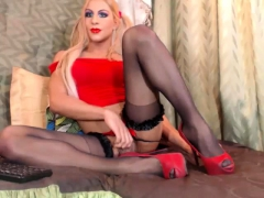sexy-tgirl-in-stockings-riding