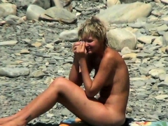 spy-vids-of-beautiful-young-nudist-girls-naked-in-the-sea