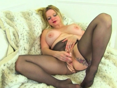 Uk Milf Summer Angel Lee Squirts All Over Her Black Tights