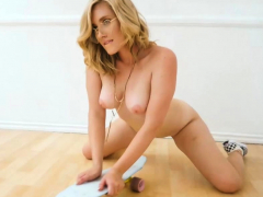 skateboarding massive ass blonde manda kay striptease