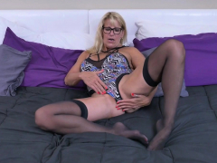 canadian milf velvet skye nails herself with a dildo