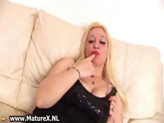 blond-busty-mom-rubs-her-big-part5