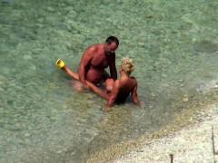 candid-voyeur-videos-on-the-beach
