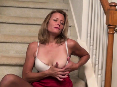 american-milf-brie-bently-plays-with-her-meaty-cunt-lips