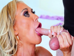 hot-mom-brandi-love