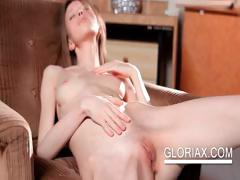 amazing-gloria-playing-with-her-hot-body