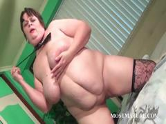 Mature hooker pleasing her pussy