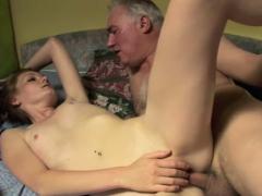 Dilettante Chick Lets An Older Fellow Penetrate Her Cuchy