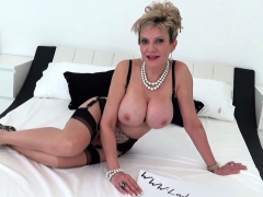 lady-sonia-strips-nude-and-touches-herself
