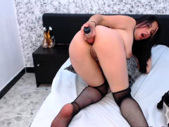 sexy-amateur-brunette-spreads-her-legs-on-webcam