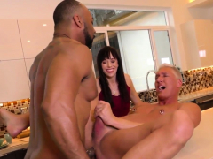 muscled-dude-gets-blacked