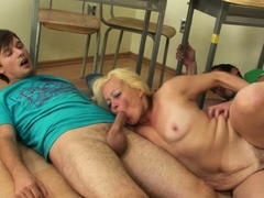 blonde-granny-teacher-double-penetration-in-the-classroom
