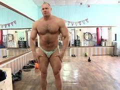 horny-gay-men-muscle-videos