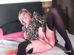 Blondie Fucks Her Mature Twat With Dildo