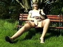 amateur-retro-very-rare-sara-open-legs
