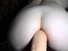 Bootylicious Dayanna loves anal with a big dildo