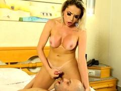Curvy TS Yasmine De Castro Is Creampied
