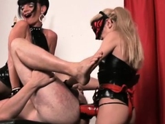 Pussy tester gives rod and balls to tough sucker chick